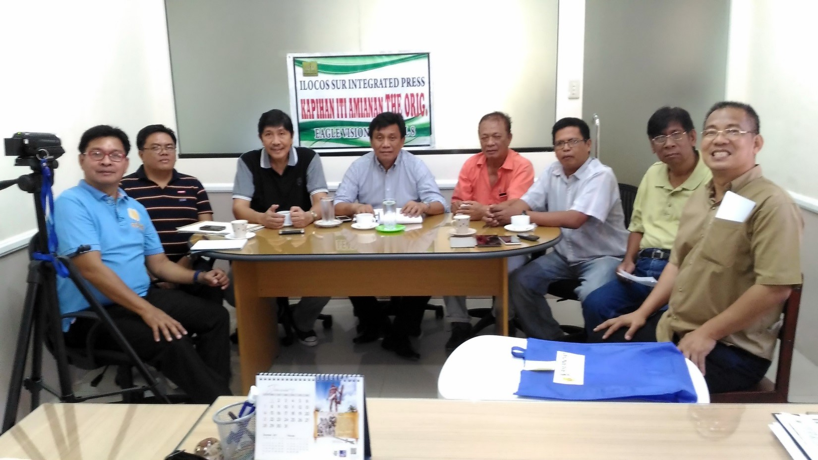Mayor Edgar Rapanut with members of ISIP (photo by Edward Antonio)