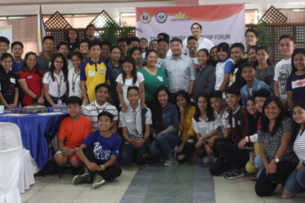 Participants of the Tsinelas Youth Leadership Forum pose with Vigan City Mayor Juan Carlso S. Medina (photo by Imelda C. Rivera / PIA Ilocos Sur)